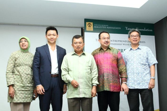 Jusuf Kalla JK with Anderson Tanoto at Tanoto Entrepreneurship Series